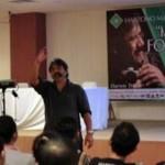 Darwis Triadi berikan materi workshop fotografi di Hartono Mall, Minggu (4/5).